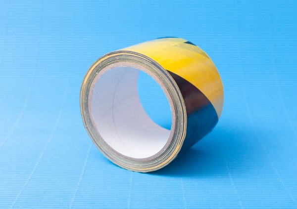 Taśma ostrzegawcza PVC żółto-czarna z klejem Hot-Melt